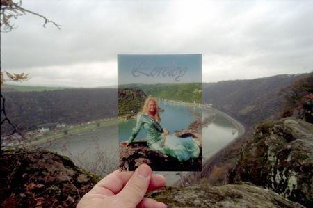 Фотографии сувениров, сделанные на фоне достопримечательностей (13 шт)
