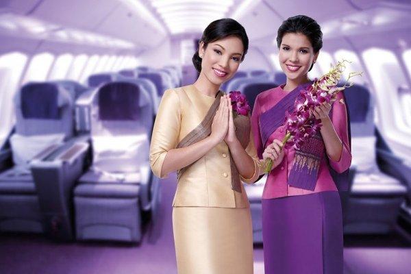 Топ-10: Авиакомпании, где работают самые красивые стюардессы