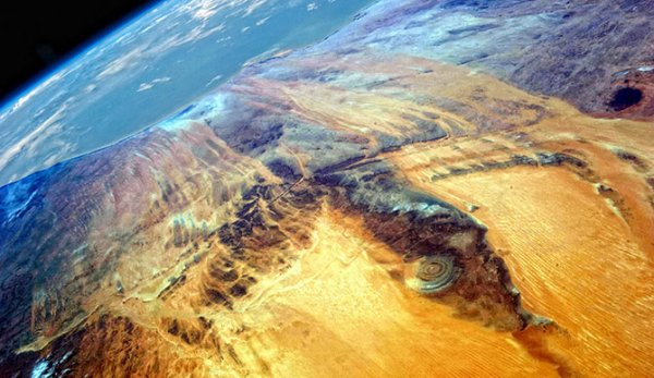 Кольцевая структура Глаз Сахары, которую видно из космоса (7 фото)