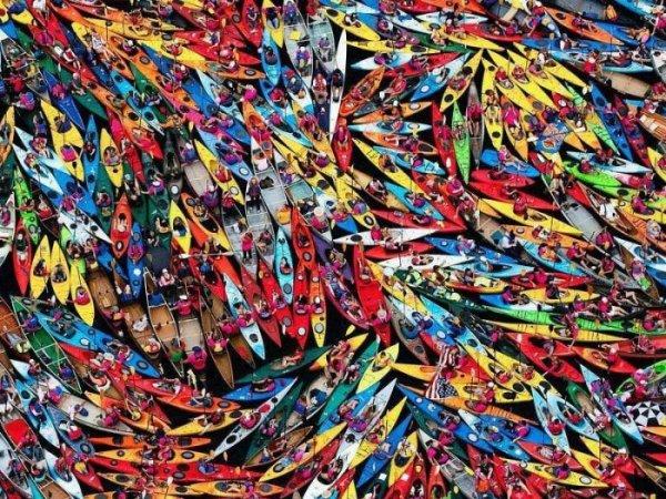Крупнейший в мире составной плот из байдарок и каноэ (6 фото)