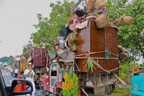 Yipao: Странный колумбийский парад джипов (16 фото)