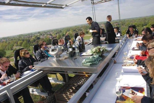 Для посетителей открылся ресторан среди облаков