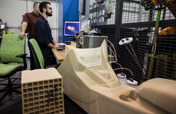 Ford тестирует производство деталей автомобилей на 3D принтере